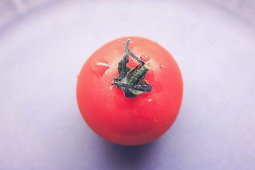 a mini tomato ミニトマト