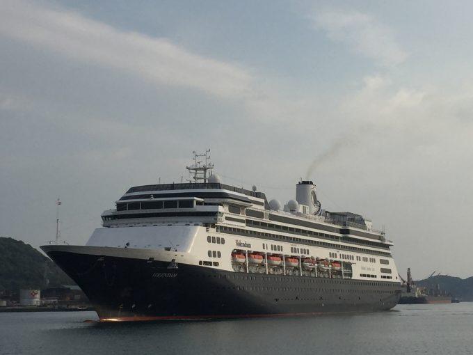 細島港に寄港したフォーレンダム