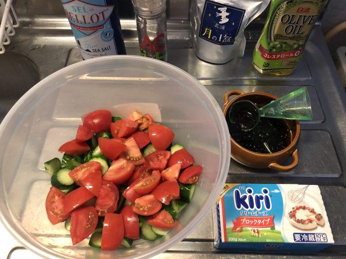 トマトとクリチーサラダ