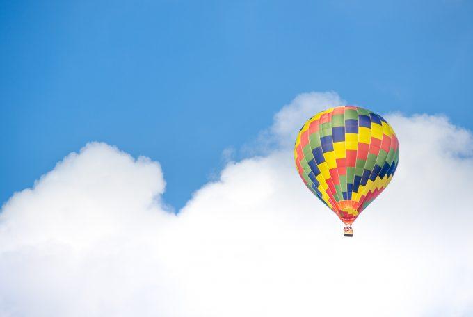 青空の気球