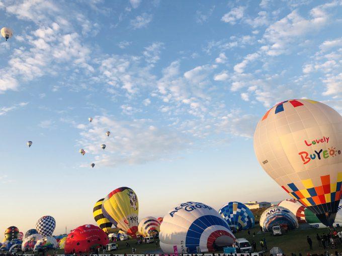 気球がテイクオフを待つ